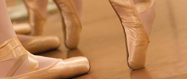 Dansende kinderen op balletschoenen